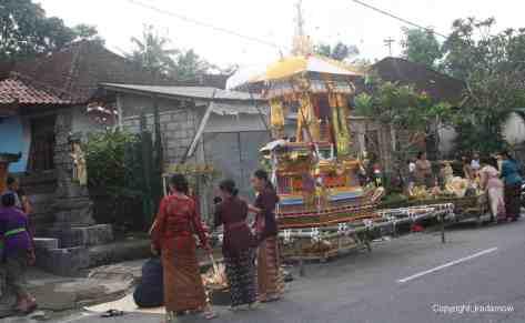 Indonesia-entierro-batik