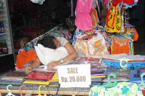 Indonesia_ropa-mujer-dormida